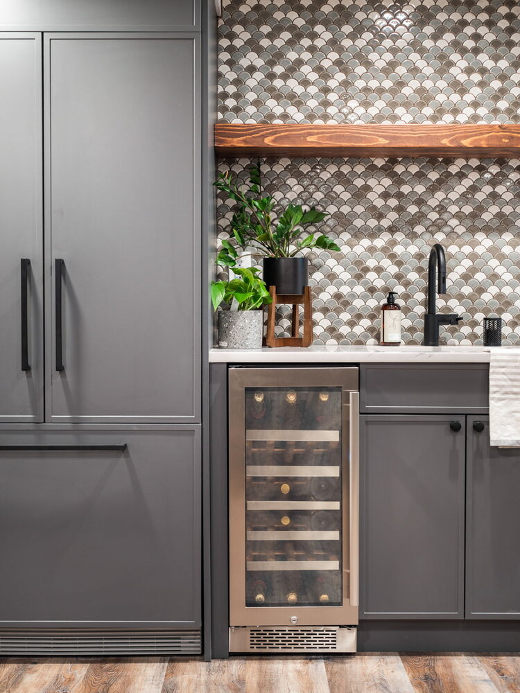 kitchen design ideas: statement backsplash